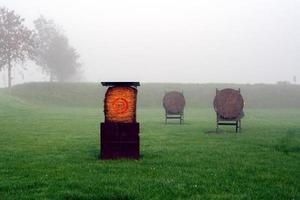 campo di tiro con l'arco al crepuscolo foto