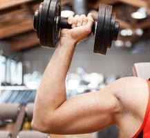 bodybuilder che lavora foto