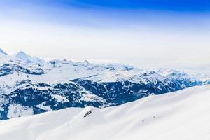 paesaggio montano delle Alpi. paesaggio invernale foto