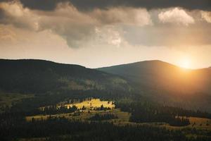 bellissimo paesaggio montano