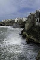 sviluppo costiero di polignano a mare. foto