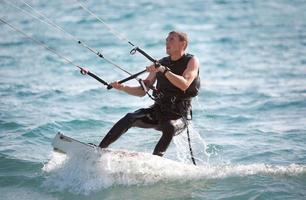 surfista aquilone foto