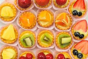 pasticcini alla frutta foto