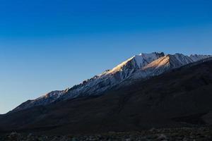 paesaggio vicino al lago pangong, ladakh foto