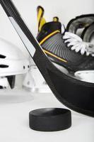 primo piano dell'attrezzatura da hockey