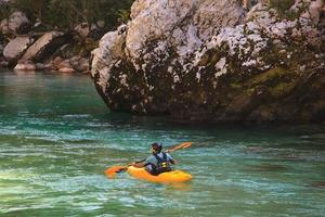 kayak sul fiume soca, slovenia foto