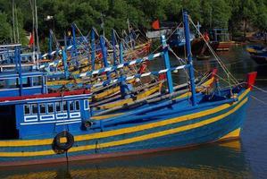 sacco di barca da pesca nel villaggio di pescatori, Nuine, Vietnam foto