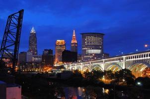skyline di Cleveland al crepuscolo - la migliore vista foto