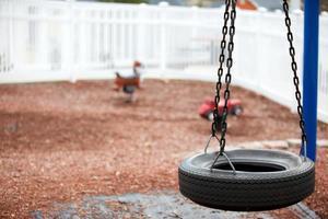 parco giochi invernale abbandonato foto