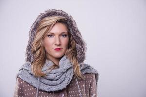 ragazza di inverno con pelliccia foto