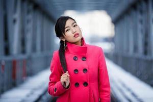 ritratto di inverno della giovane donna foto