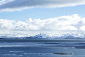 impressionante paesaggio montano invernale foto
