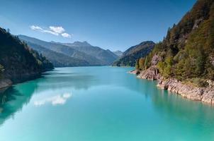 lago di montagna foto