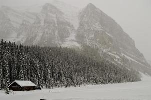 Lake Louise nevoso foto