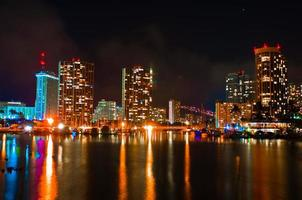 paesaggio urbano di notte honolulu hawaii