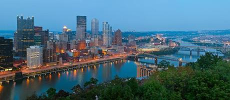 panorama sullo skyline di Pittsburgh.