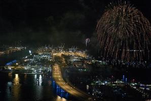scena notturna porto di miami 4 luglio foto