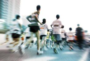 corridori di maratona in gara foto