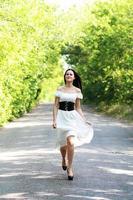 donna che corre foto