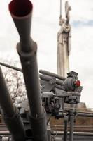 armi e statua della patria