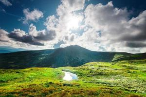 lago di alta montagna foto
