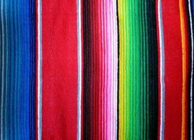 primo piano della mano tessuta sfondo poncho