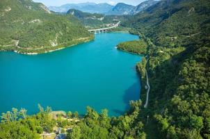 lago in montagna foto