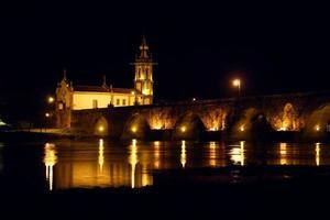 Portogallo, Ponte de Lima di notte. foto