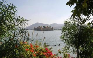 jal mahal nel lago sagar dell'uomo foto