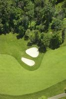 vista aerea del golf fairway e bunker foto