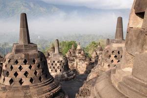 tempio di Borobudur vicino a Yogyakarta sull'isola di Java, Indonesia foto
