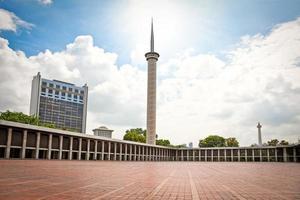 Moschea istiqlal mesjid a Jakarta. Indonesia. foto