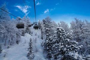 impianto di risalita nelle alpi francesi foto