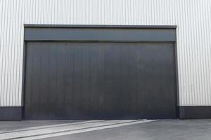 porta del magazzino industriale