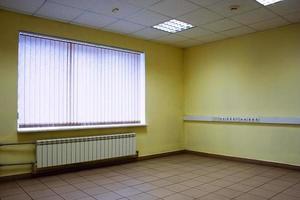 finestra della stanza vuota foto