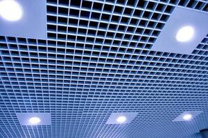 soffitto moderno nel centro ufficio
