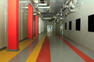 corridoio tecnologico in fabbrica foto
