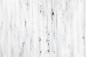 stanza interna vintage con parete in legno