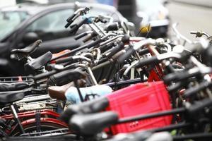gruppo di biciclette parcheggiate