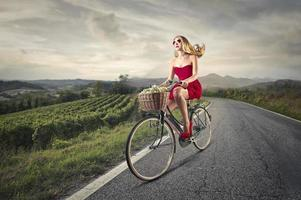 ragazza con la bici