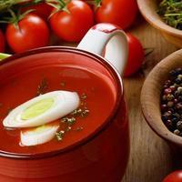 zuppa di gazpacho di pomodoro foto