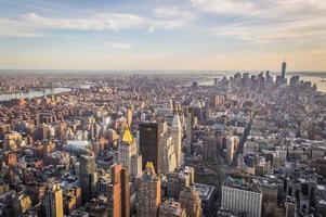 tramonto sullo skyline di new york city foto