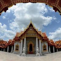 thailandia, tempio di marmo di bellezza bangkok (wat benchamabophit) foto