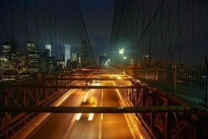 ponte di Brooklyn di notte foto