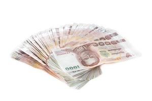 banconote di baht tailandese su bianco foto