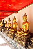 Buddha nel tempio di Wat Pho in sequenza foto