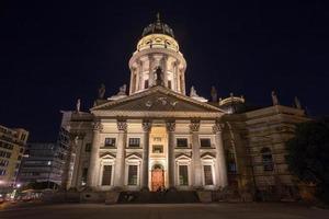 Konzerthaus Berlino alla notte del gendarmenmarkt foto