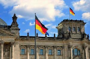 l'edificio del reichstag a berlino, germania. foto