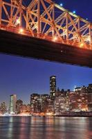 Queensboro Bridge e Manhattan foto