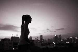 godendo della splendida vista sulla città foto